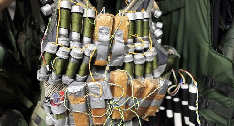 داعشي يفجر نفسه بعناصر الجهاز الأمني للتنظيم في الرقة