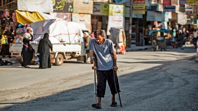 حياة قاسية يعيشها سكان الرقة (دليل سليمان/ فرانس برس)