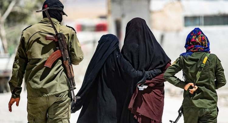 أجنبيات داعش ينتفضن في الهول.. محاكم سرية وجدار فصل