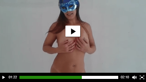 Raquel faz vídeo pelada para desejar boas festas aos clientes e fãs