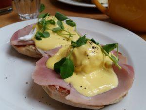 Eggs Benedict at the Cornerstone Caf�