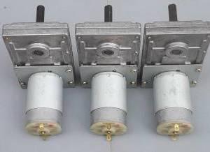 Motoriduttore 12-24V 80 giri / min