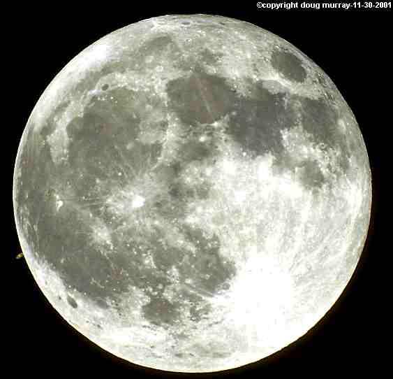 Saturno haciendole fotobombo (photobomb) a La Luna…