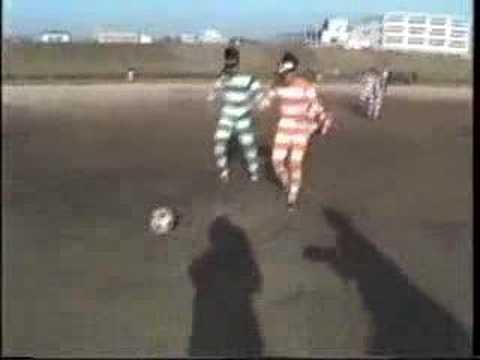 ¿Y si le ponemos prismáticos a los jugadores de un partido de futbol?