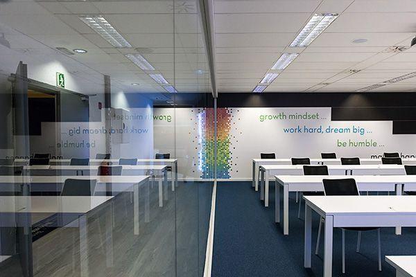 La imagen corporativa de Social Point se refleja incluso en sus oficinas. Una empresa joven, moderna y con ambición.