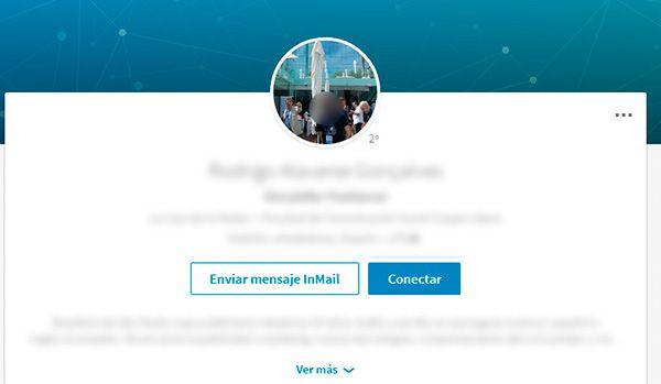 No cometas este error en tu foto de perfil para Linkedin: ¡cuidado con el fondo! evita distracciones innecesarias