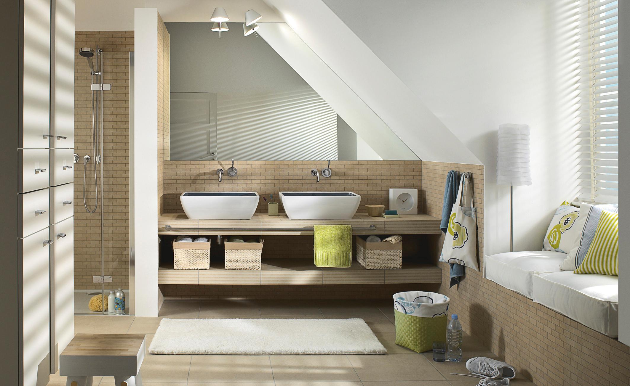Badezimmer mit Dachschrge