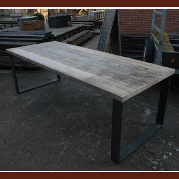 Tafel metka in oud dik steigerhout  metalen onderstel