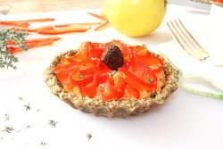 Gives the recipe of a raw vegan Provençal tartlet with sundried tomato cream and almond crust