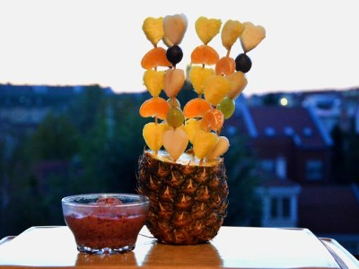 fruit kebabs with creamy blueberry sauce