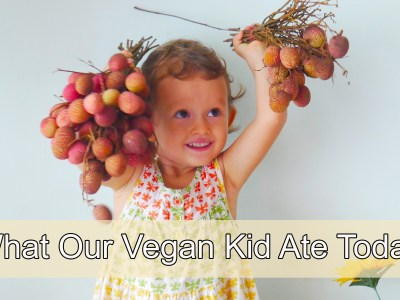 Today we show you her favourite meals and vegan recipes from our daughter's typical day in Thailand. Durian is currently in season, plus we also show you our trip to the local market. Now, it must be said that -- not every kid enjoys eating their greens. Elanie's the opposite and she loves to munch on them, especially lettuce and spinach.