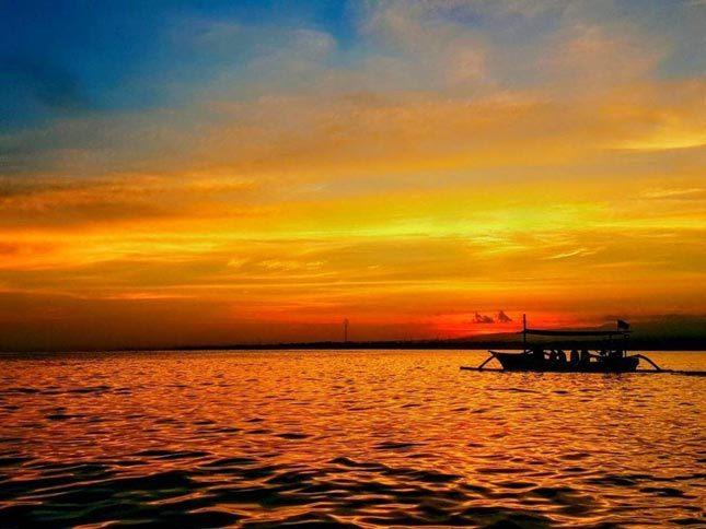 Sunrise pantai Lovina Bali