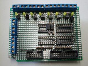 Arduino PCB bovenkant met schuifregisters en LED
