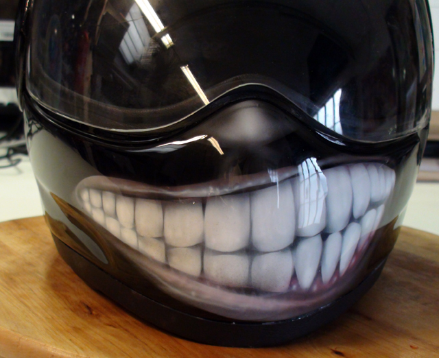 Casque le sourire airbrush speed painting Skull Roof Helmet  Raymond Planchat peintre