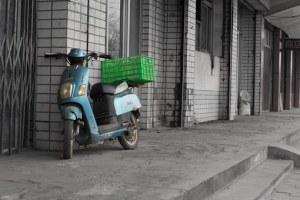 Blue Motor with green package