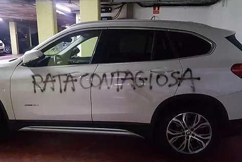 Barcelona ginecóloga encontró su coche pintado cuando bajó al garaje de su urbanización para ir a trabajar al hospital