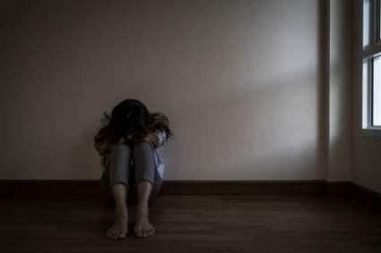 Mujer deprimida y triste
