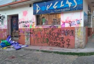 Peluqueria vandalizada por feministas pacenas