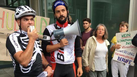 Heiko Schneider (links) ist der Initiator des Physiotherapeutenprotests. (Quelle: rbb/Anna Corves)