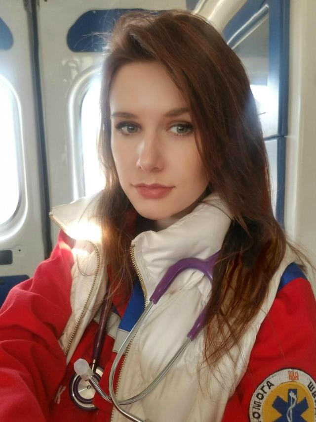 Врач из Черновцов повторно заразилась COVID-19 и назвала новые симптомы: инфицировалась через глаза
