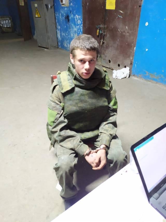 """23-річний бойовик """"ЛНР"""" добровільно здався українській армії: не витримав знущань і приниження"""