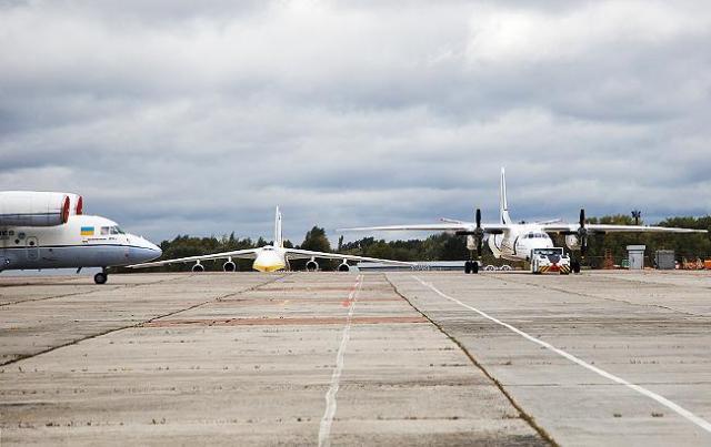 Эксперты считают, что нельзя лоукостеров заставлять летать только в один аэропорт (Фото: РБК-Украина)