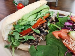 Plant based panini and side salad from Cien 100% Naturalisimo. /Elsmo