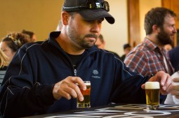Mike Murphy gets beer from Goose Island. | Stacey Rupolo/Contributor