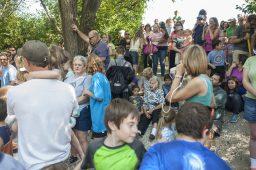 A large crowd gathers near the Salt Creek. | William Camargo/Staff photographer
