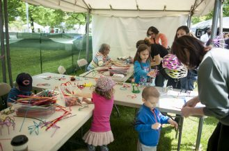 Children makes arts and crafts during Riverside Arts Weekend. | William Camargo/Staff Photographer