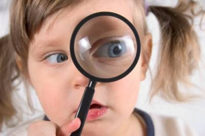 https://i0.wp.com/www.rcarnold.co.uk/images/child_with_magnifier.jpg