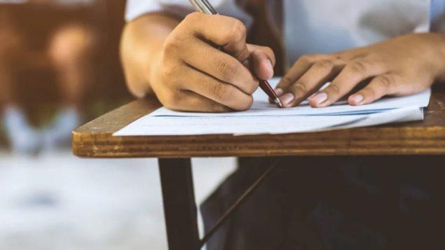 جامعة سايمون فرايزر أطلعت طلّابها على محاولة الغشّ التي حصلت خلال الامتحانات/Shutterstock/arrowsmith2
