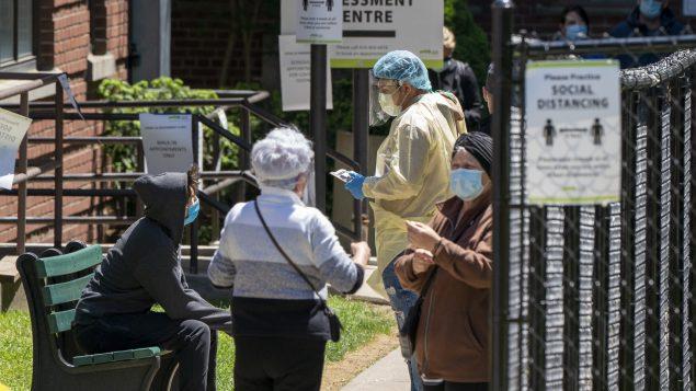 كثّفت حكومة أونتاريو اختبارات الكشف عن فيروس كورونا في إطار جهود التصدّي للجائحة/Frank Gunn/CP
