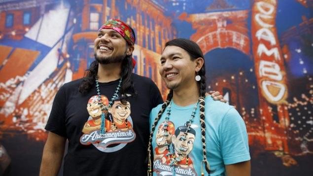 """一對原住民同性伴侶在今年""""加拿大驚險大挑戰""""中奪冠 – 加拿大原住民 – 另一個故事"""