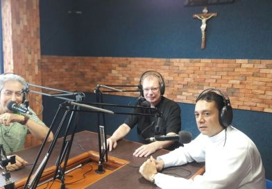 Monseñor Stefan Queckers visita Radio Católica Metropolitana