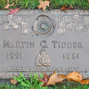 Photograph of grave marker for Martin Tidder (Source of photo - Sheldon Boles)