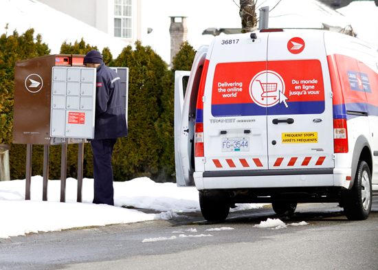 Canada_Post_Delivers_to_super_mail_boxes