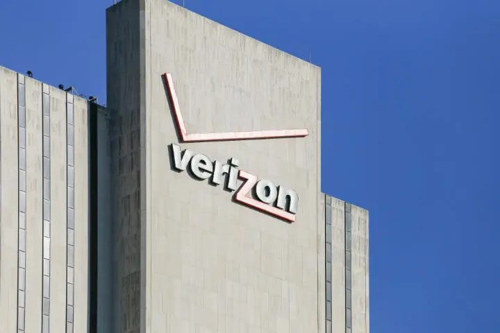 (VZ) Shares Trading up at $43.98 Verizon Communications to report…
