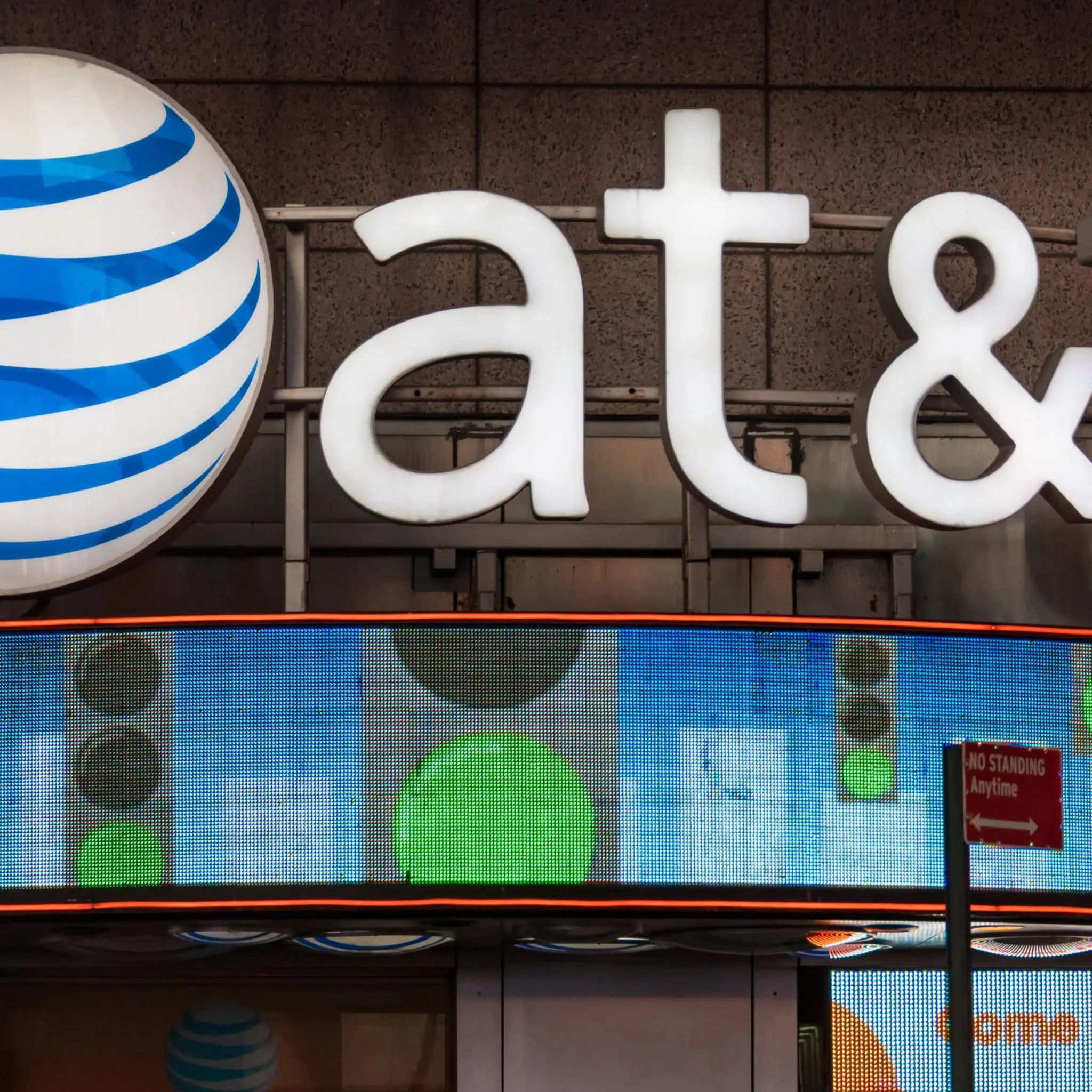AT&T to roll out 5G in a dozen markets in 2018