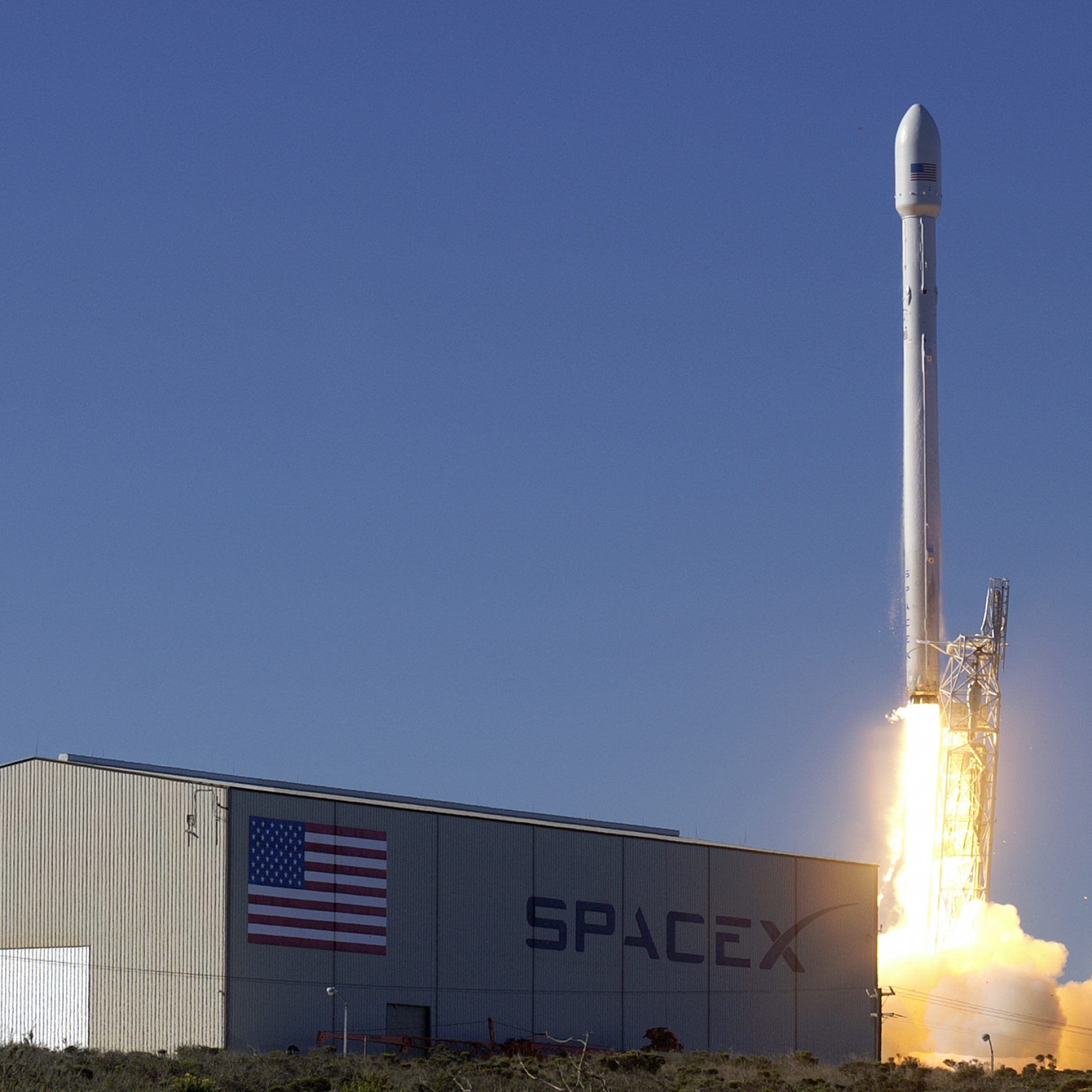 FCC looks to approve SpaceX's satellite internet plan