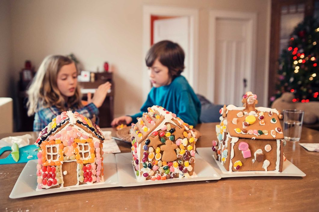 Christmas Gingerbread House Decorating Games