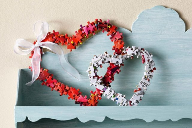 Create-The-Sweetest-Valentine's-Day-Wreath-Out-of-Old-Puzzle-Pieces