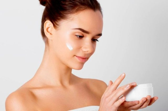 01-20s-The Best Skin Care For Your 20s, 30s, 40s, and 50s_585385892-verona-studio