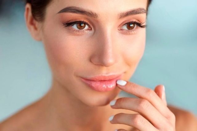 06-eyes-The Best Skin Care For Your 20s, 30s, 40s, and 50s_520099090-puhhha