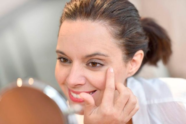 14-50s-The Best Skin Care For Your 20s, 30s, 40s, and 50s_394952335-goodluz