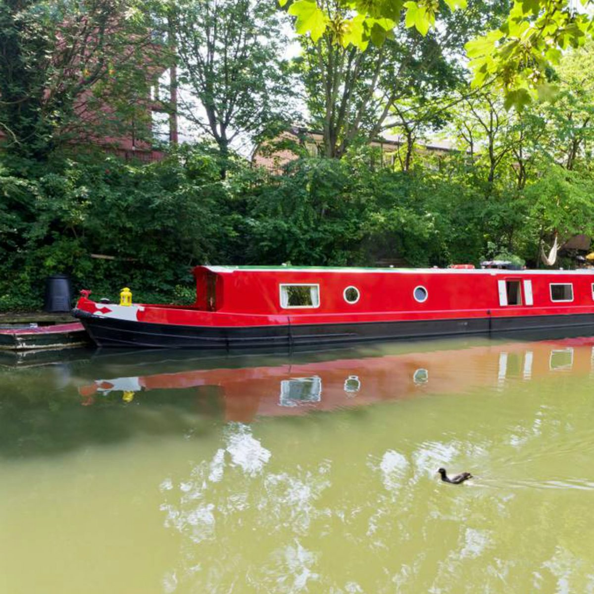 These 50 Airbnb Houseboats Are Like Living In A Floating