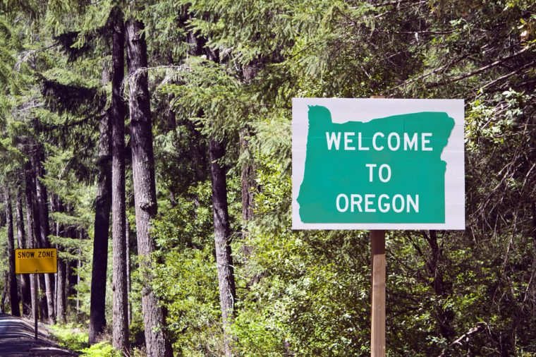 A welcome sign at the Oregon state line.
