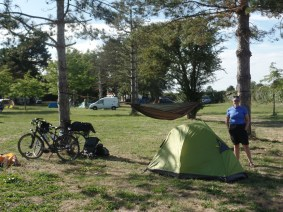 Dee set up her 1-person tent, while I opted for the Hennessy backpacking hammock.