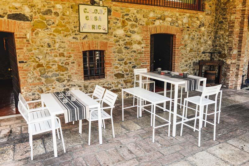 I tavoli pieghevoli, una soluzione salvaspazio adatta atutti. La Sfida Dei Piccoli Spazi Come Arredare L Esterno Di Un Locale Senza Sacrificare Comodita E Stile Rd Italia