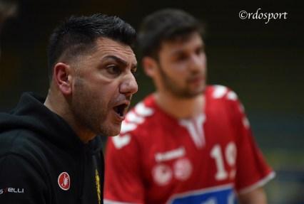 La grinta di Angelo Bufardeci coach della pallamano Belluno